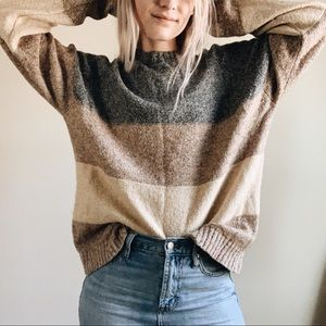 + OVERSIZED STRIPED NEUTRAL SWEATER +